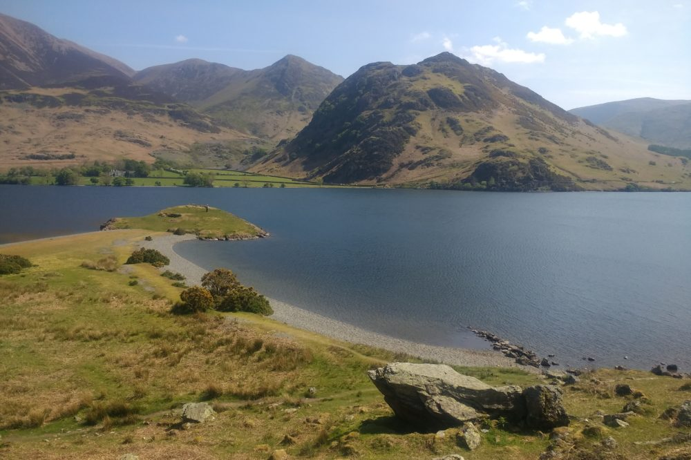 Low Ling Crag at Crummock Water under the gaze of Grasmoor