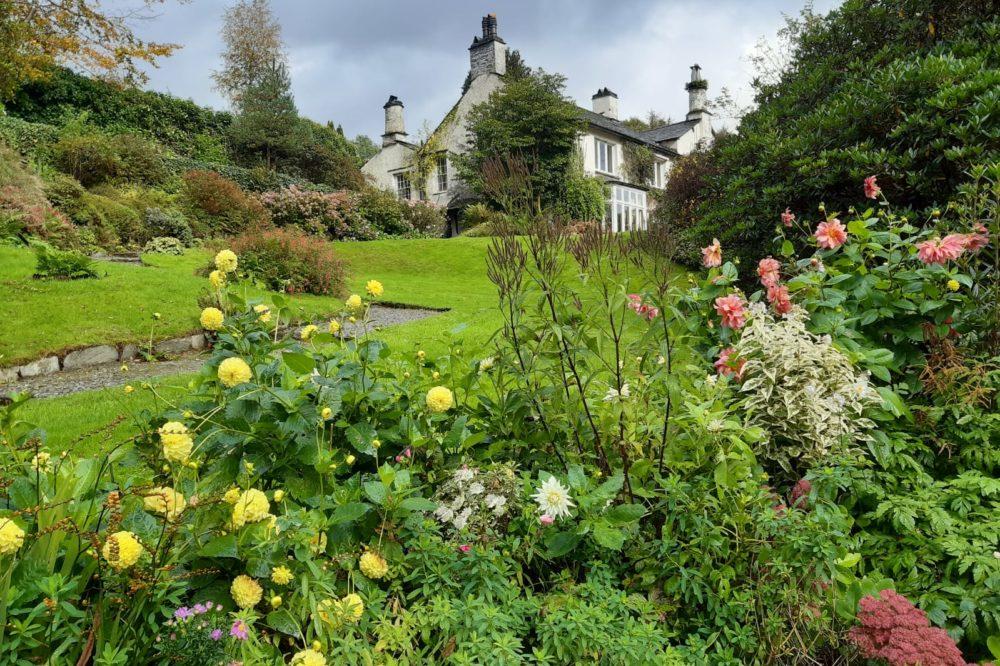 Rydal Mount garden flowers in autumn © Helen Green