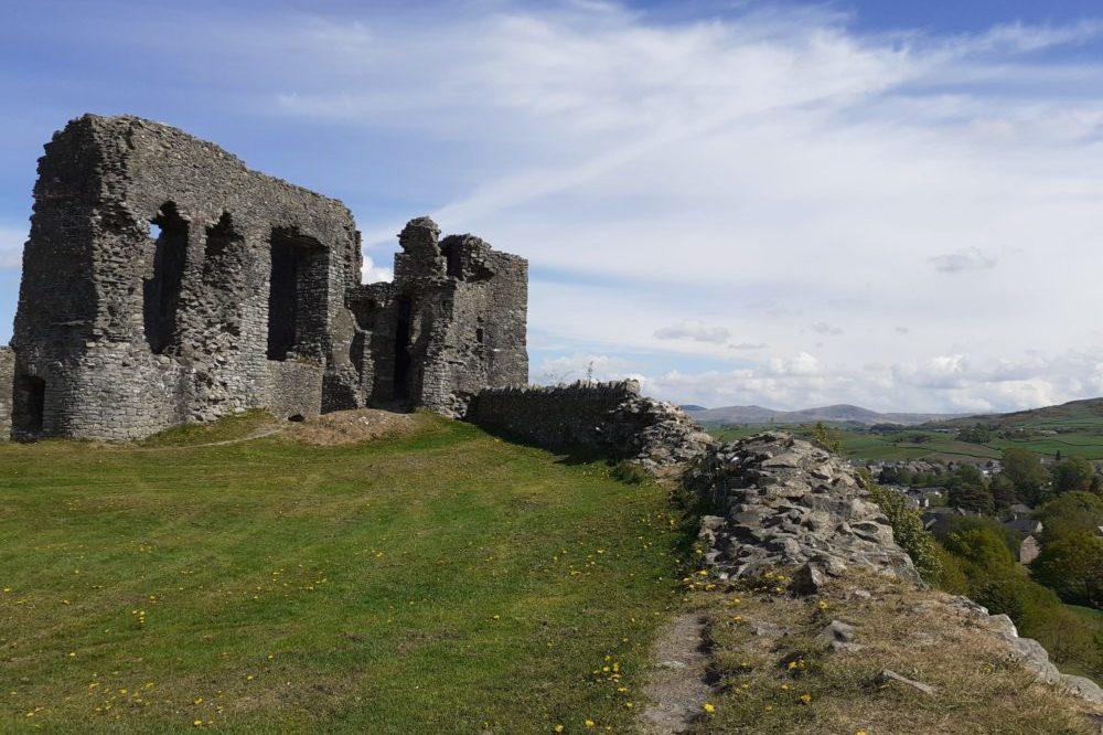 Even castles are prettier with flowers - Kendal Castle